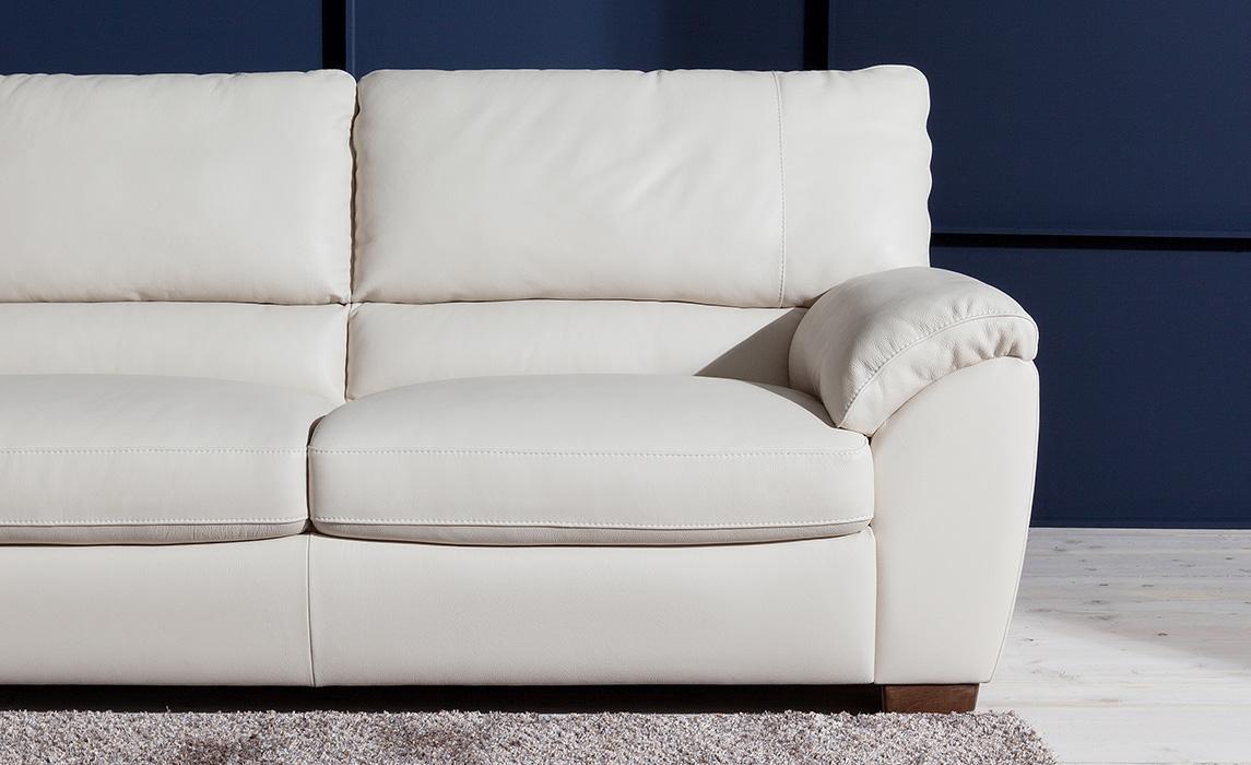 Divani e divani pelle elegant divano in pelle a posti - Divano klaus prezzo ...